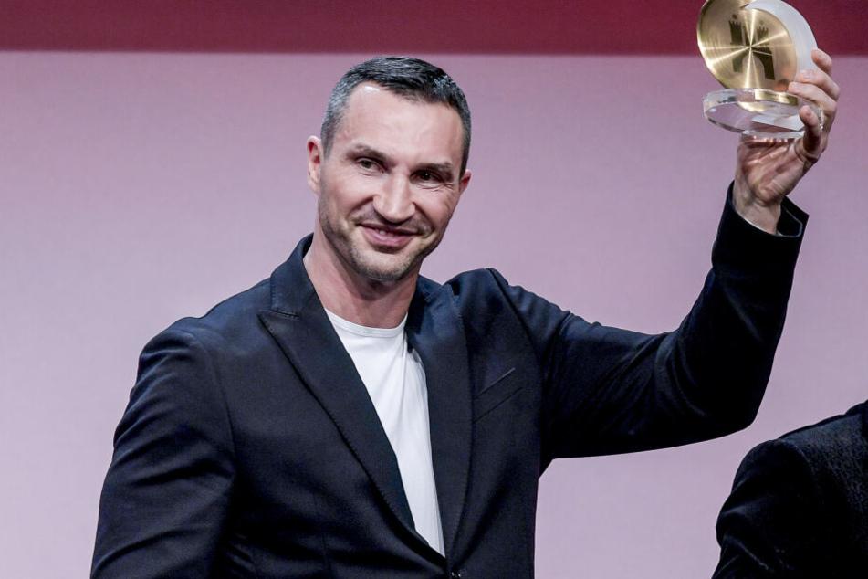 Wladimir Klitschko (43), Boxer, bedankt sich nach dem Erhalt eines Ehrenpreises in Hamburg.