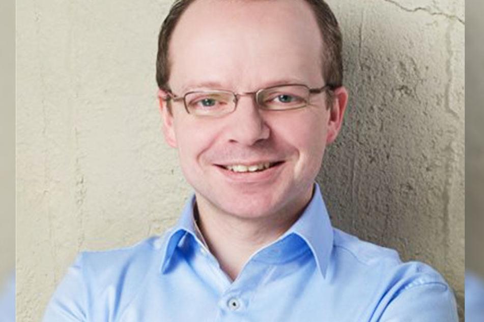"""""""Ich stehe für Dialog im Streit um Leuchtreklamen auf der Karli bereit!"""", sagt FDP-Stadtrat René Hobusch."""