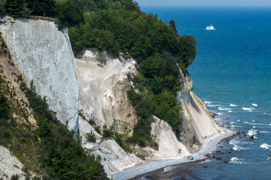 Erneut ist an der Steilküste im Nordosten der Ostsee-Insel Rügen ein Mensch in den Tod gestürzt. (Archivbild)