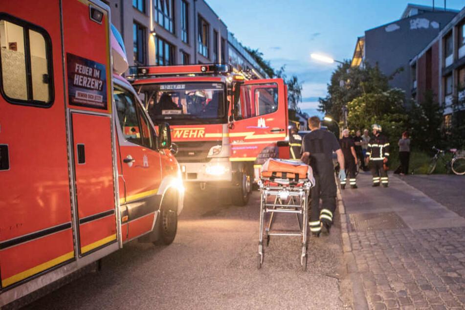 Die Feuerwehr fand in der Wohnung einen sterbenden Mann.