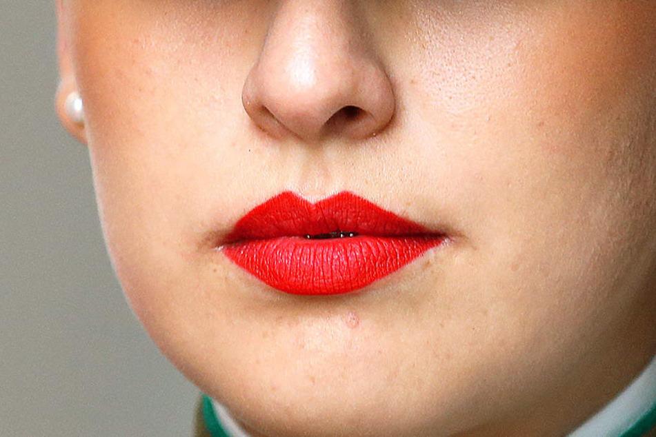 Explizit wurden Bedienstete mit roten Lippen und sexy Augen gewünscht (Symbolbild).