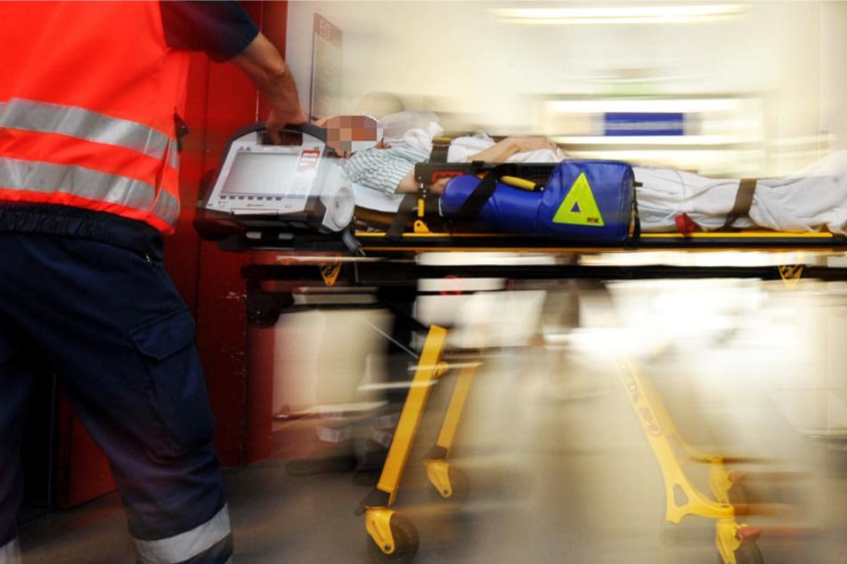 Die Rettungskräfte konnten dem Mann nicht mehr helfen. Er starb im Krankenhaus (Symbolbild).