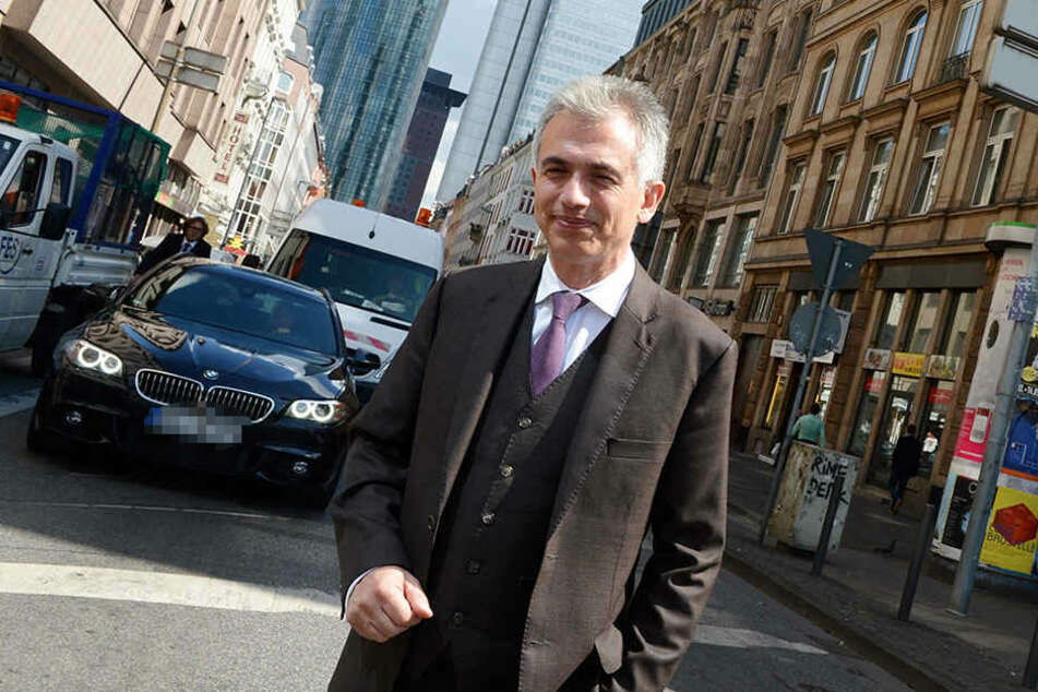 Der Oberbürgermeister Peter Feldmann (SPD) steht als Privatperson immer noch zu seinem Eintrag, will aber dem Gericht Folge leisten.
