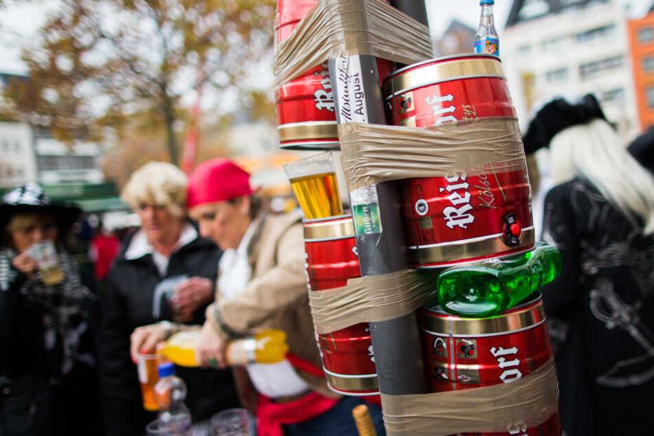 Biertrinken für Fortgeschrittene: Karneval wird das Fass häufig an Straßenschilder geklebt.