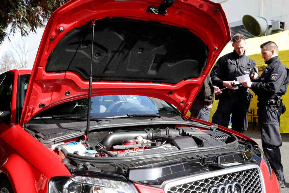"""Am """"Car-Freitag"""" treffen sich Fahrer aus ganz Nordrhein-Westfalen, um ihre Autos zu präsentieren."""