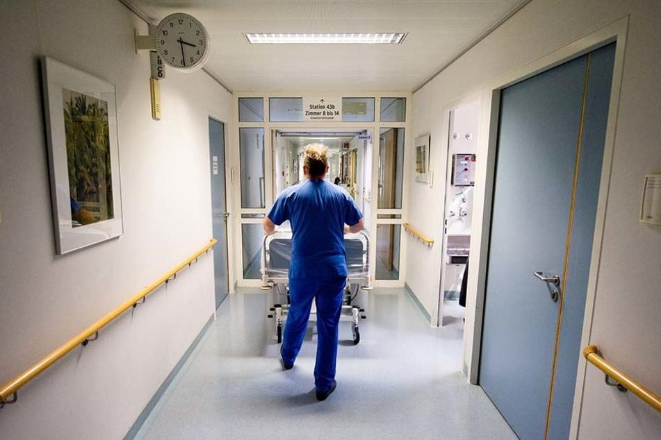 In einer Reha-Klinik in Bad Düben soll sich en 31-jähriger Krankenpfleger an seiner halbseitig gelähmten Patientin vergangen haben (Symbolbild).