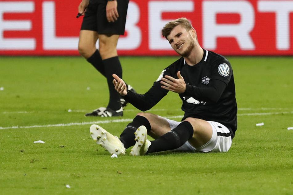Was er wohl zu den Shirts sagt? RB-Stürmer Timo Werner während des DFB-Pokal-Halbfinales gegen den HSV.
