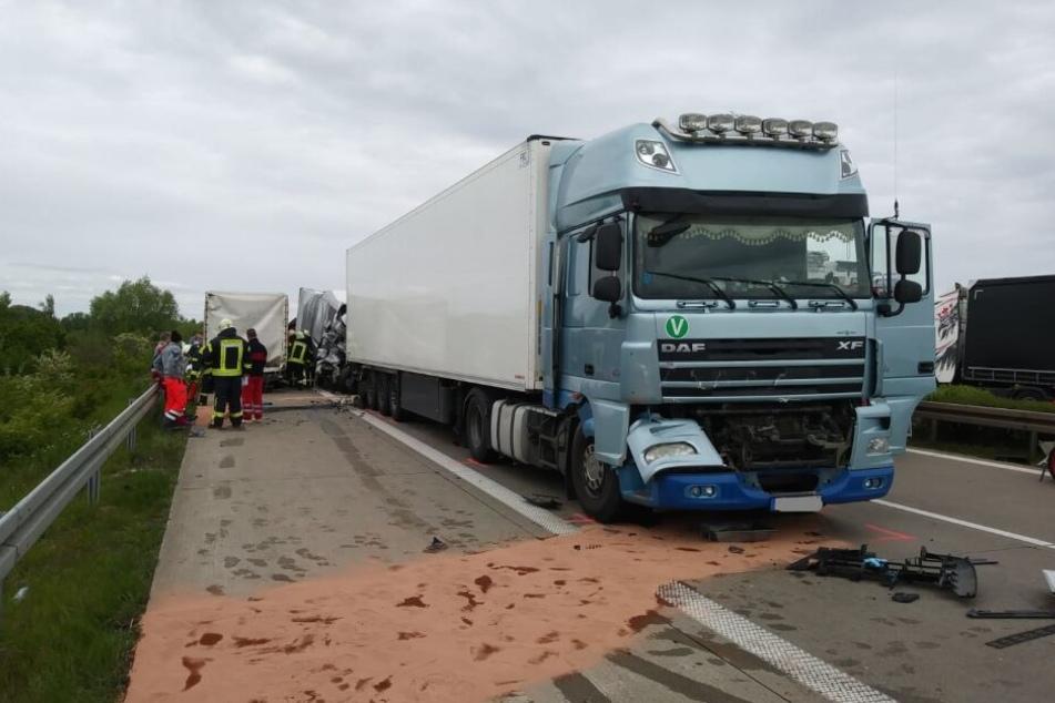 Die A14 musste wegen des schweren Unfalls voll gesperrt werden.