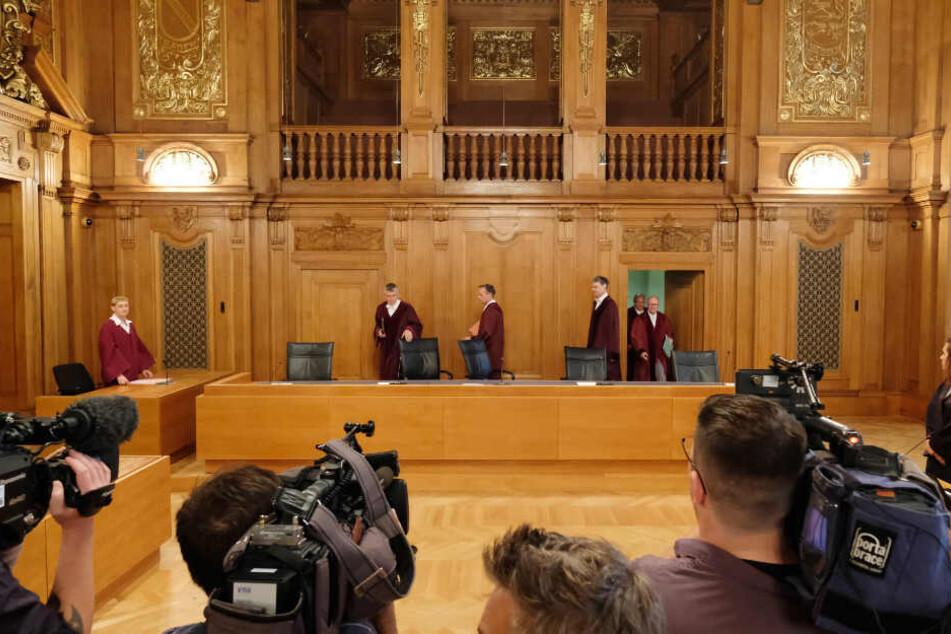 Richter des Bundegerichtshofes (BGH) betreten am 28.06.2017 einen Verhandlungssaal im Bundesverwaltungsgericht in Leipzig (Sachsen). (Archivbild)