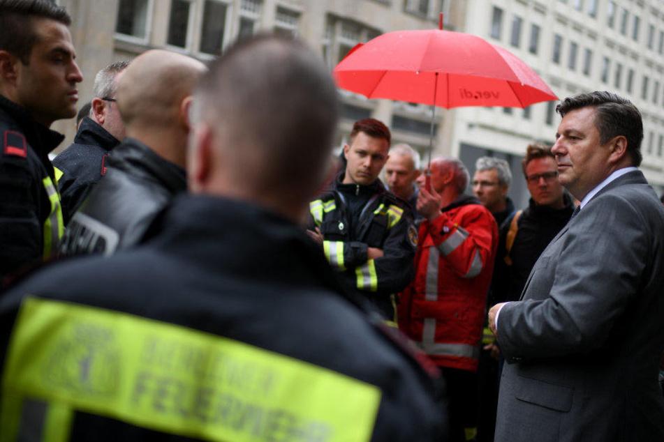 Andreas Geisel kündigte am Montag verbesserte Arbeitsbedingungen für die Berliner Feuerwehr an.
