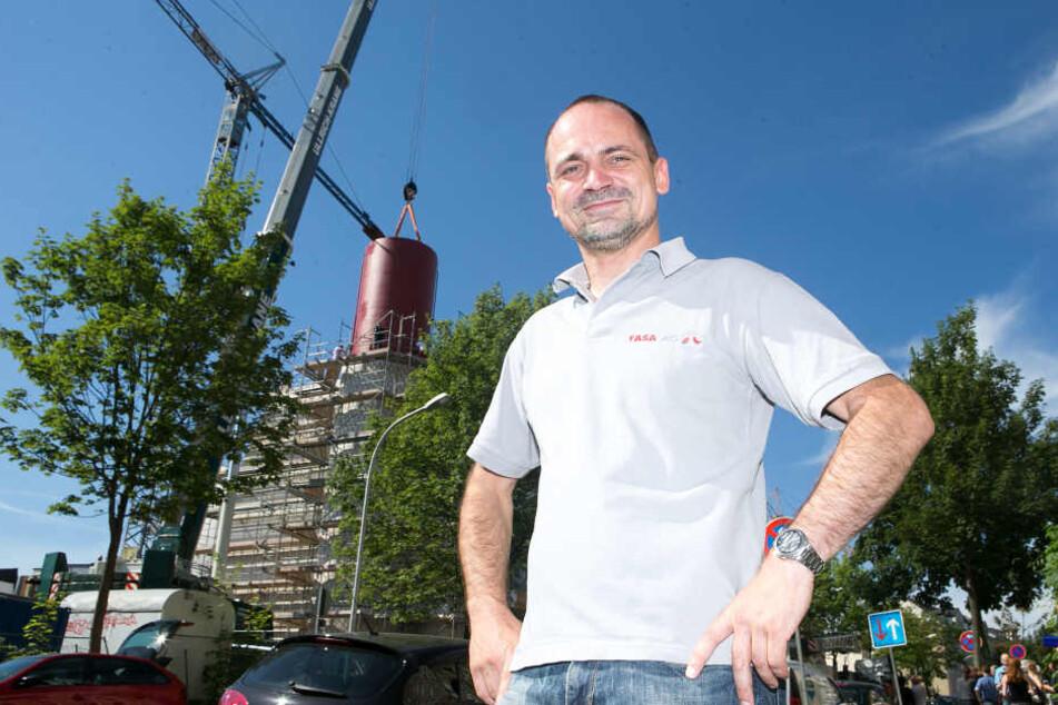 FASA-Projektleiter René Krauß (42) freut sich über den  Wärmespeicher aus der Schweiz.