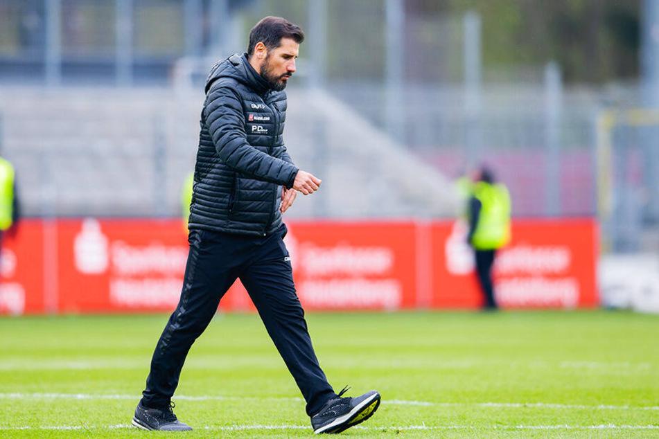 SGD-Coach Cristian Fiel mit bedröppelter Miene. So hatte sich der 39-Jährige das nicht vorgestellt.
