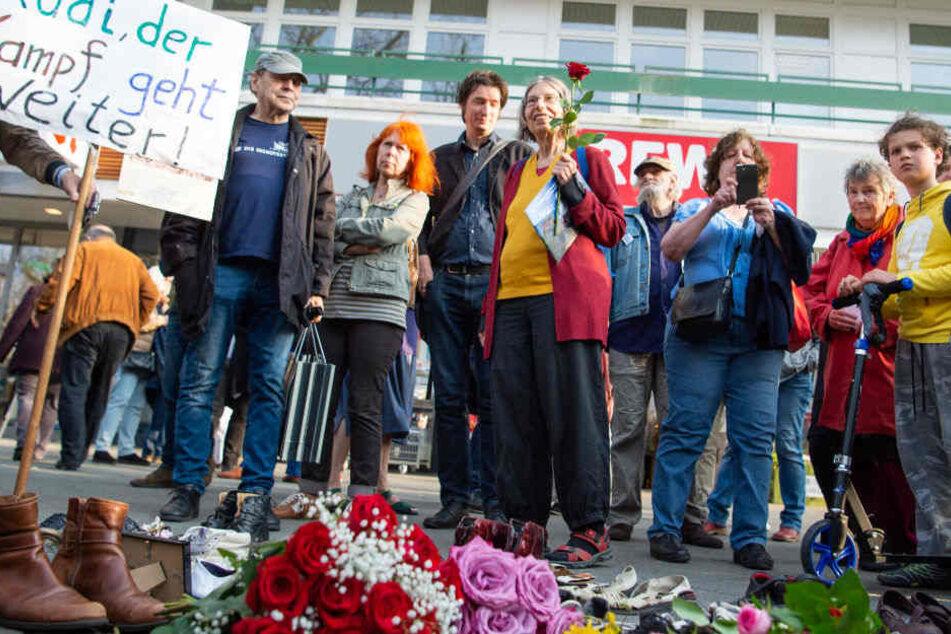 Am Kudamm gedachten am Mittwoch mehrere hundert Menschen an das Attentat an Rudi Dutschke.