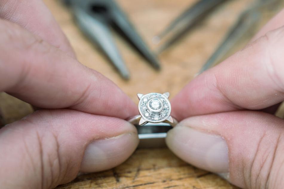 Die Frau bewahrte den Ring 33 Jahren auf ohne zu wissen, was erwirklich wert war. (Symbolbild)