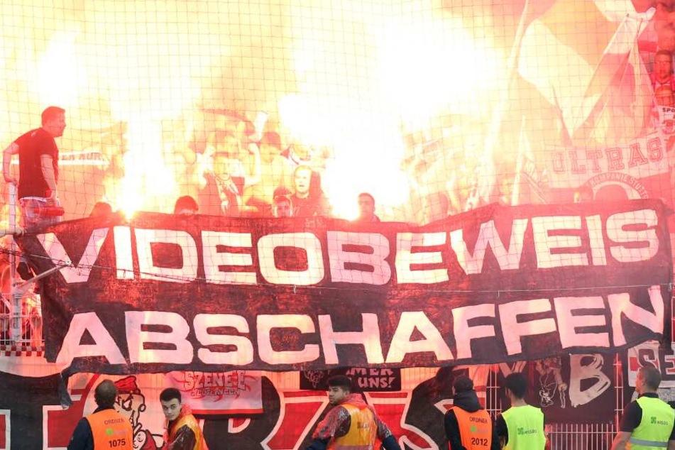 Auch in anderen Stadien sind zahlreiche Fans für die Abschaffung des Videobeweises.