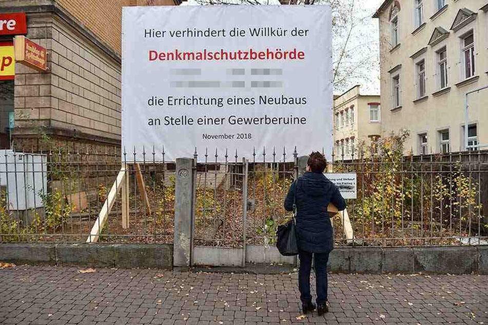 Das Protest-Schild steht seit Ende vergangener Woche an der Kesselsdorfer Straße auf Höhe Deubener Straße.