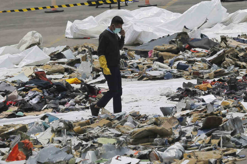 Nach Flugzeugabsturz mit 189 Toten: Stimmenrekorder im Schlamm entdeckt