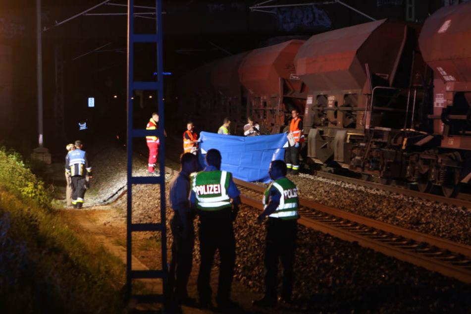 Ein Arbeiter wurde vom Zug erfasst und tödlich verletzt.