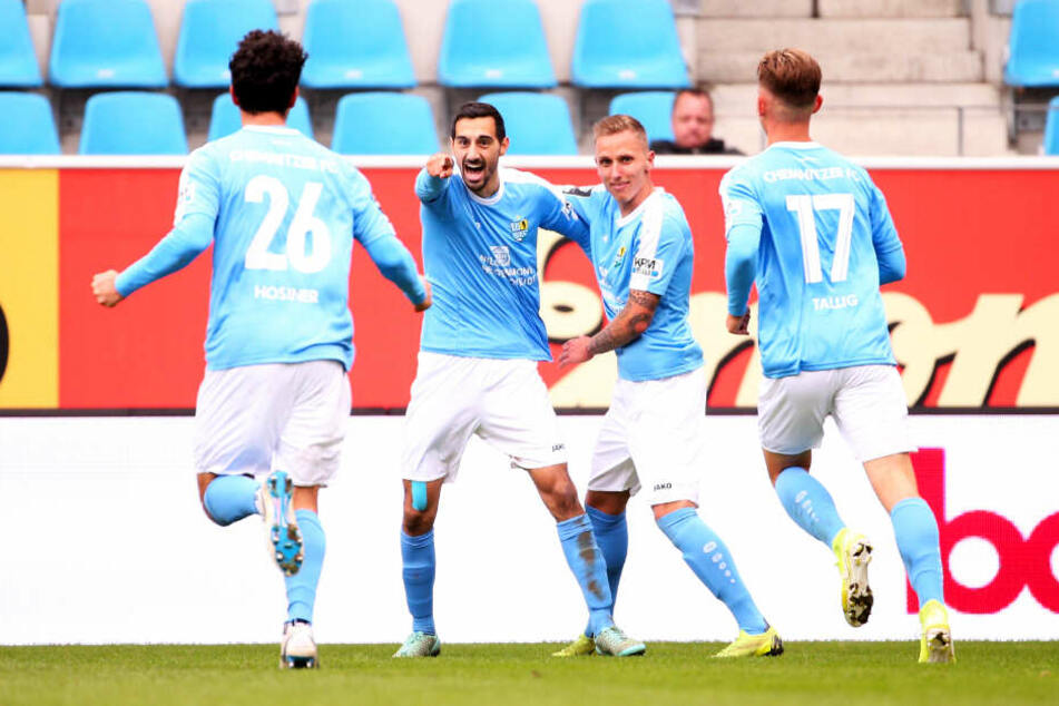 Viermal traf Rafael Garcia in 18 Drittligaspielen für den CFC. Hier bejubelt er mit Paul Milde seinen Treffer beim 3:1-Heimsieg gegen den MSV Duisburg.