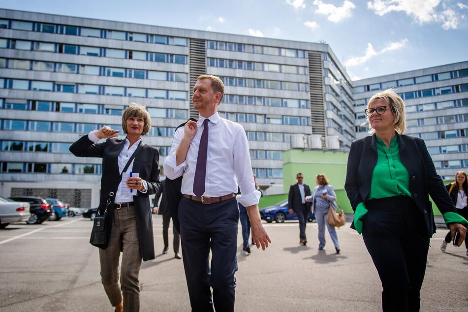 Führung durch die künftige Kulturhauptstadt: (v.l.) Oberbürgermeisterin Barbara Ludwig (58, SPD), Ministerpräsident Michael Kretschmer (45, CDU) und Kulturministerin Barbara Klepsch (54, CDU).