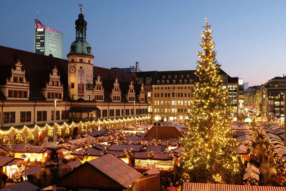 Der Leipziger Weihnachtsmarkt gehört zu den ältesten Weihnachtsmärkten von Deutschland. (Foto: Sebastian Willnow/dpa-Zentralbild/dpa)