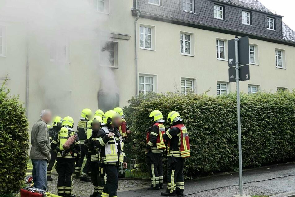 Großer Feuerwehreinsatz auf der Ammonstraße in Chemnitz: In einem Wohnblock brach ein heftiger Brand aus - offenbar in der Küche.