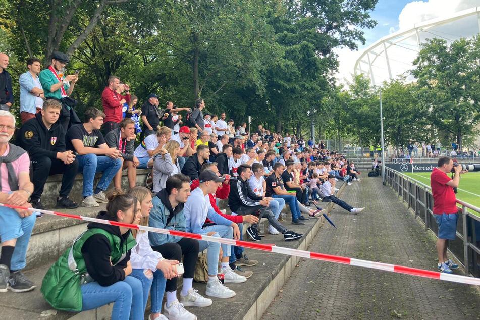 Einige hundert Zuschauer durften im Stuttgarter Robert-Schlienz-Stadion zuschauen.