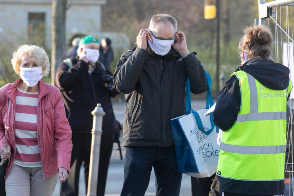 Am Eingang wurden die Masken kontrolliert.
