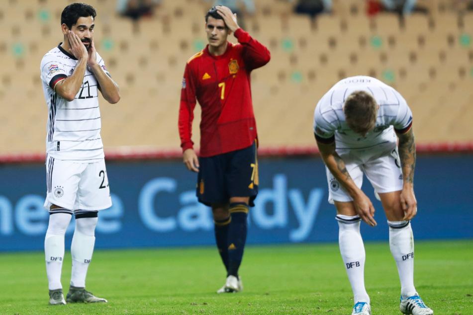 Nach der sportlichen Schande von Sevilla können Ilkay Gündogan (l.) und Toni Kroos (r.) nicht fassen, was sie miterleben mussten. Ihre Nebenleute anleiten konnten sie an diesem Abend nicht. Stattdessen hatten sie mehr als genug mit sich selbst zu tun.