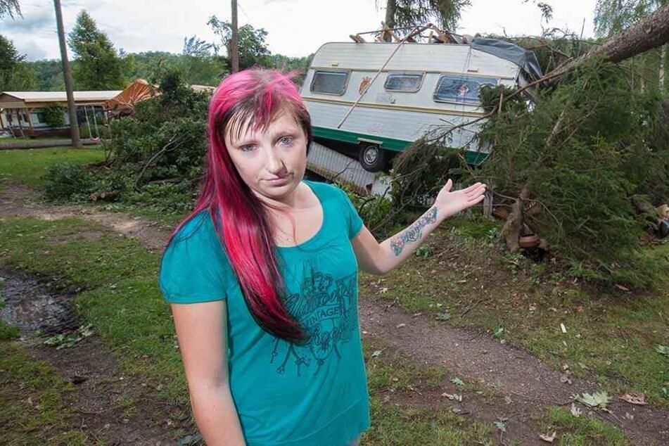 Angst vor dem nächsten Sturm: Camperin Sally Moser (28) sorgt sich um weitere umstürzende Bäume.
