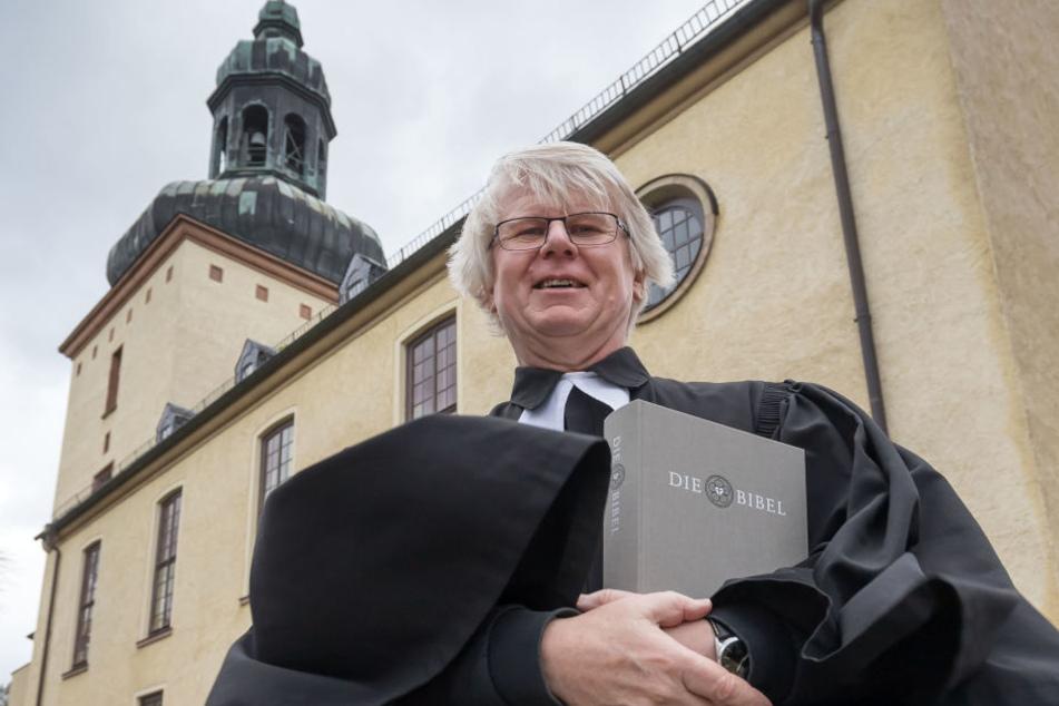 Pfarrer Horst Oertel (63) aus Glösa wirbt auch bei Sturm für die Reformation und denGlauben.