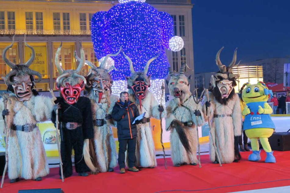 """Zusammen mit den """"Mostviertler Königsperchten"""" wurde am Freitag der Leipziger Eistraum eröffnet."""