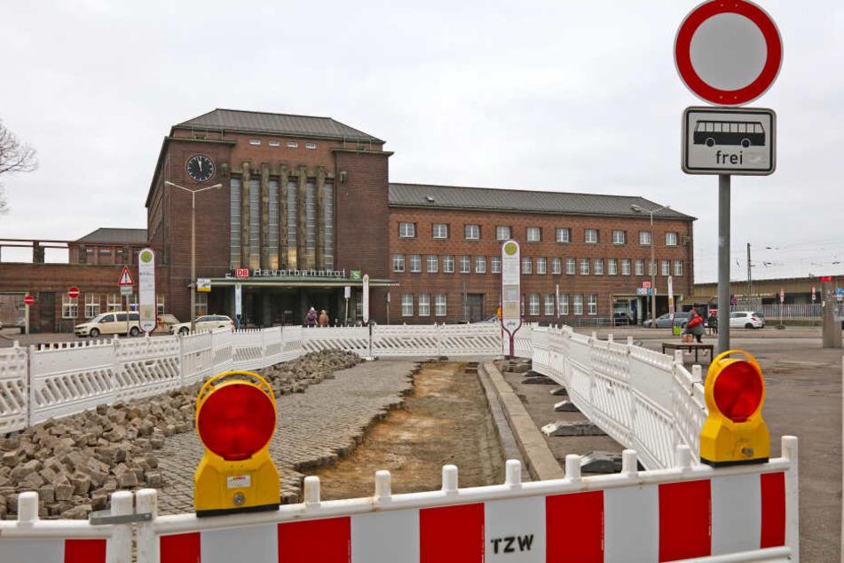 Der Bahnhofsvorplatz in Zwickau muss saniert werden. Ein Termin steht noch nicht fest.