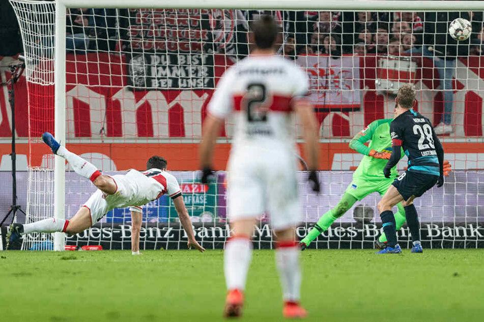 Ließ ausgerechnet gegen Hertha wieder seine alte Klasse aufblitzen: Mario Gomez erzielte beide Tore für den VfB. Hier trifft er zum entscheidenden 2:1.
