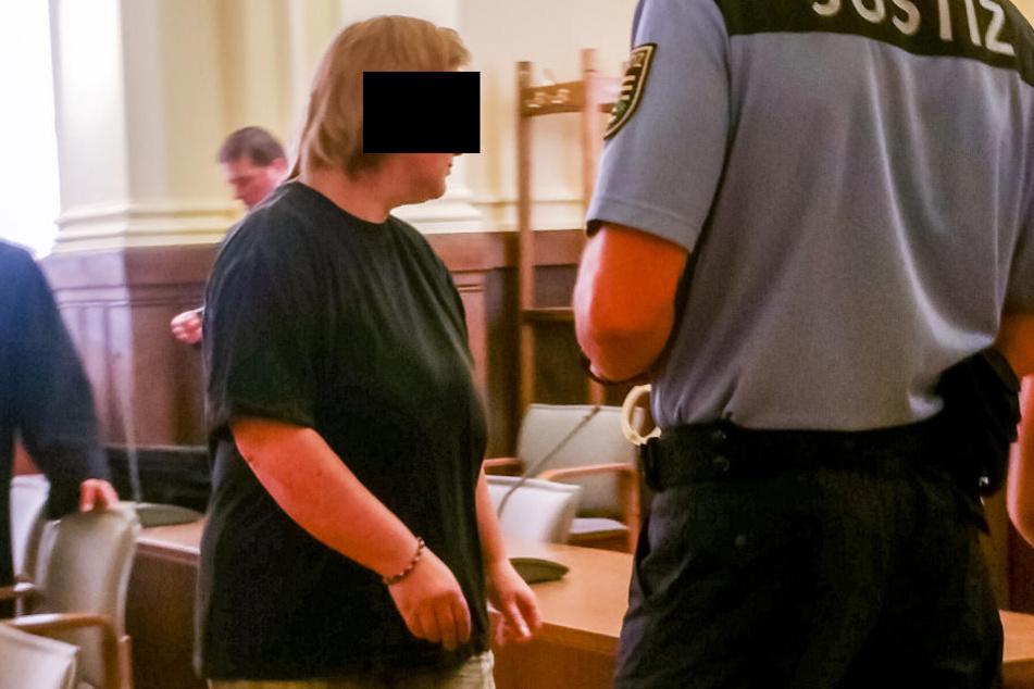 Sie muss zehn Jahre und neun Monate ins Gefängnis: Heike H. (45) wurde in 26 Missbrauchs-Fällen schuldig gesprochen.