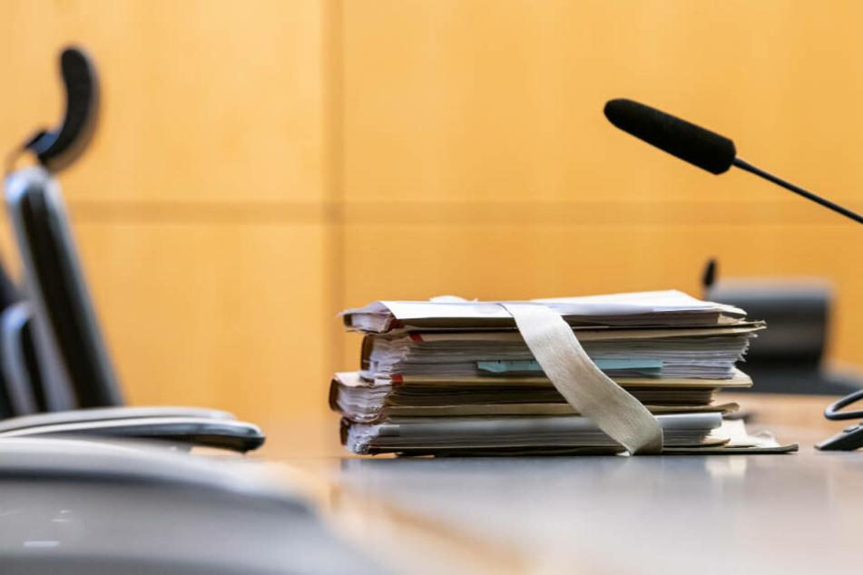 Der Angeklagte behauptet, sein Opfer nur mit der Hand angegriffen zu haben. Jetzt geht er vor dem Landgericht Darmstadt in Berufung (Archivbild)