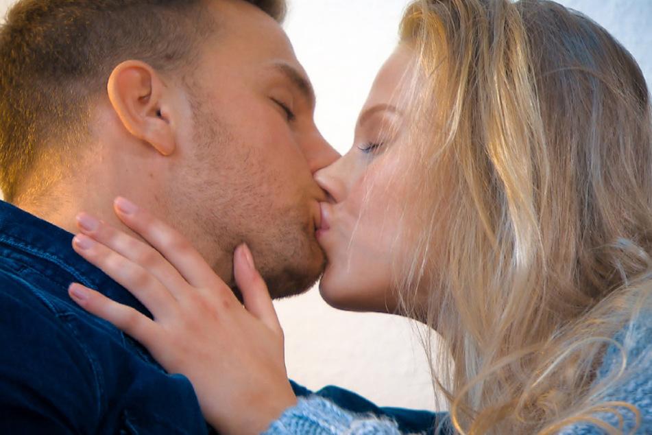 Top oder Flop? Bachelor-Kandidatin Leahverrät: So waren die Küsse mit Basti