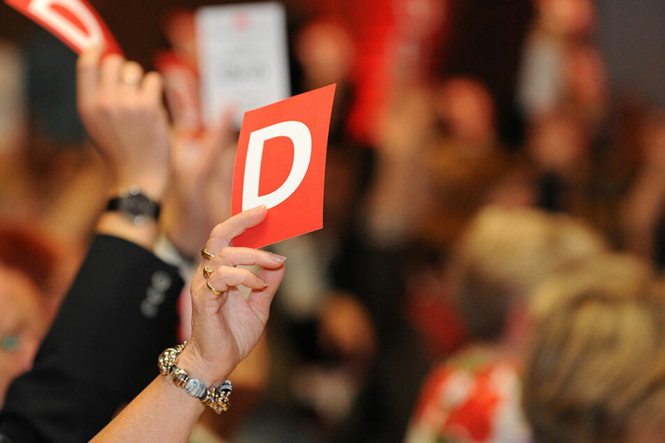 Wer ist dafür? Parteiversammlungen verzetteln sich oft an Belanglosigkeiten - große Politik entscheidet sich da selten.