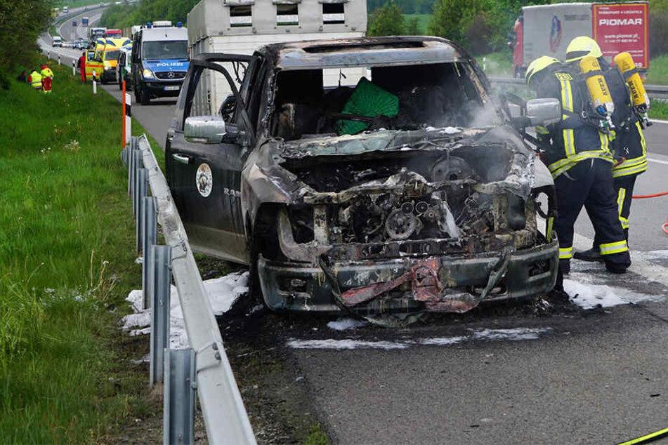 Geländewagen brennt auf A4 komplett aus