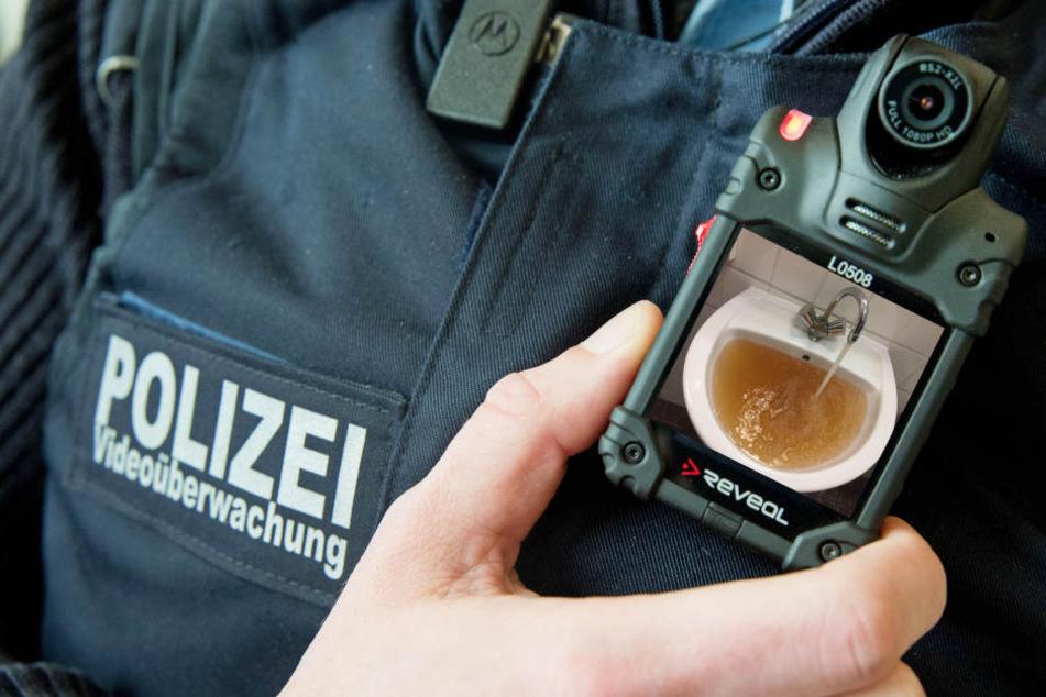 Ekelhaft! Dieses Wasser sollen Berliner Polizisten trinken