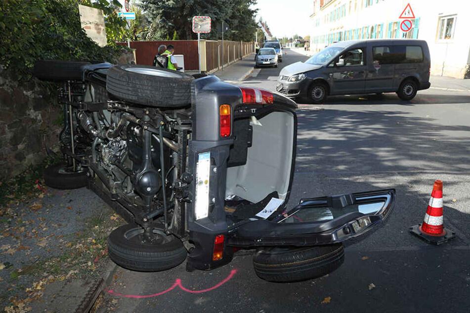 Der Suzuki Jimny kippte bei dem Unfall zur Seite.
