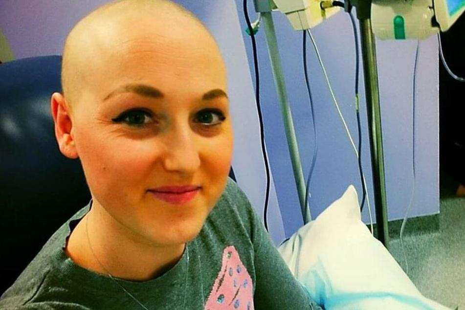 Sarah verlor ihre Haare durch die Chemotherapie.
