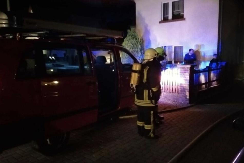 Rauchwolken, Brandgeruch: Den Grund findet Feuerwehr in Keller