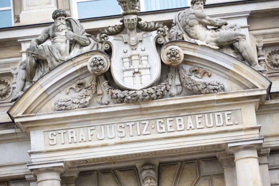 Der Prozess findet vor dem Hamburger Landgericht statt.