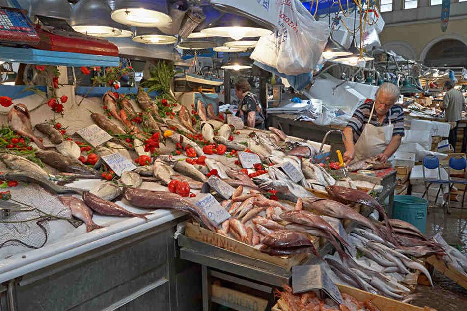 Sogar auf einem Fischmarkt in Athen sollen die Krebsmedikamente zwischengelagert worden sein. (Symbolbild)