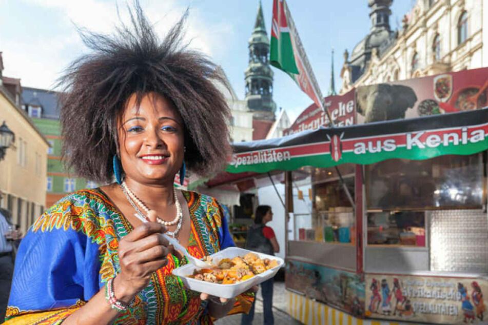Die gebürtige Kenianerin Mary Hänel (40) bietet beim Streetfood-Festival  exotische Speisen aus Zebra- und Krokodilsfleisch an.