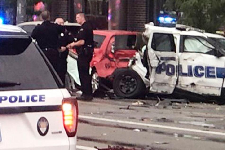 Karambolage mit geklautem Polizeiauto: Mindestens zwei Kinder tot