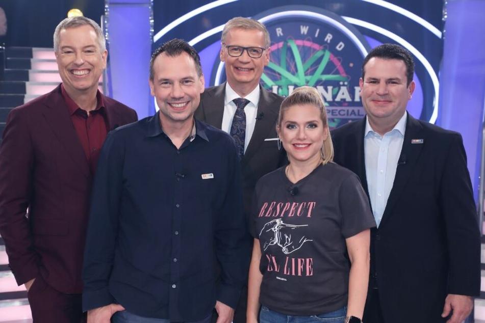 Moderator Günther Jauch (M.) mit seinen prominenten Gästen (v.l.) Thomas Hermanns, Sebastian David Fitzek, Jeanette Biedermann, Hubertus Heil.