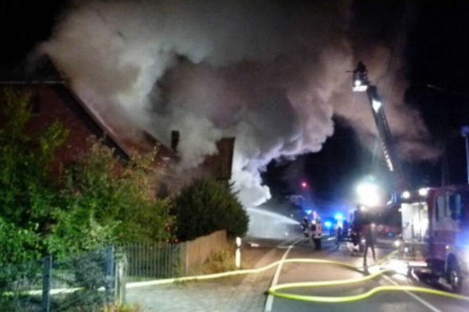 Montagnacht zerstörte ein wütendes Feuer das Wohnhaus an der Rintelner Straße.