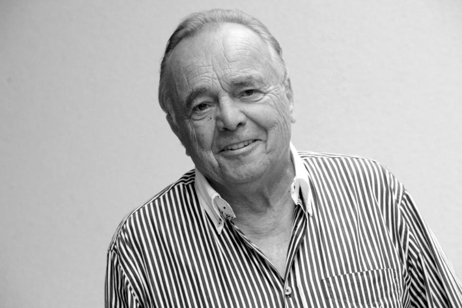"""Der langjährige Hauptdarsteller der beliebten ARD-Serie """"In aller Freundschaft"""", Dieter Bellmann, starb am 20.11.2017 mit 77 Jahren in Leipzig."""